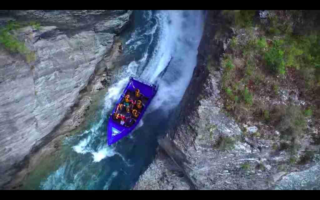 Skippers Canyon Jet narrow canyon